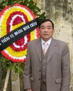 Vi Đức Hồi tại  tang lễ cụ Hoàng Minh Chính tháng 4-2008 – Hình từ ddcnd.