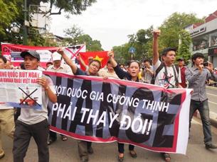 Biểu tình phản đối Trung Quốc ngày 11 tháng 5, 2014 với biểu ngữ Vì Một Quốc Gia Cường Thịnh Phải Thay Đổi