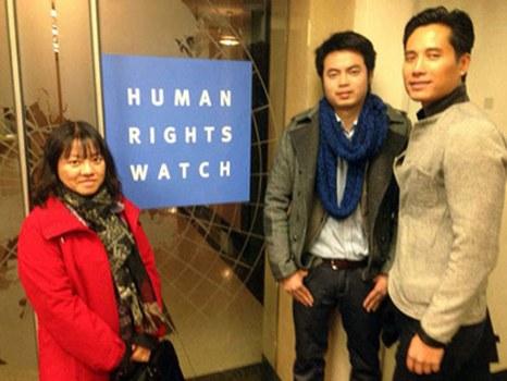 Từ trái sang: Blogger Đoan Trang, Blogger Nguyễn Anh Tuấn và LS Trịnh Hội tại văn phòng Human Rights Watch hồi cuối tháng 1 năm 2014.