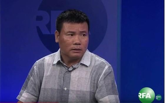 Blogger Trương Duy Nhất. Hình chụp tại văn phòng Đài RFA năm 2015.