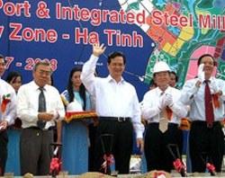 Thủ tướng Nguyễn Tấn Dũng tại lễ khởi công dự án khu liên hợp gang thép và cảng nước sâu của Formosa tại Hà Tĩnh, tháng 7 năm 2008. File photo.
