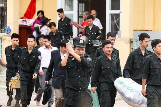 Người dân Đồng Tâm thả 38 con tin vào ngày 22/04/17 khi Chủ tịch thành phố Hà Nội đến địa phương đối thoại.