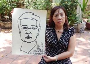 Luật sư Nguyễn Thị Dương Hà cầm bức tranh tự hoạ của TS Vũ hồi ngày 26/05/2013