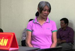 Ngày 30 tháng 10, 2012 Việt Nam vừa tuyên án tử hình đối với Amodia Teresita Palacio, người Philippine, 61 tuổi, vì tội buôn lậu thuốc gây nghiện methamphetamine. Courtesy An ninh thủ đô