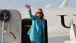 Ngoại trưởng Mỹ Hillary Rodham Clinton khởi đầu chuyến công du Pháp, Nhật Bản, Mông Cổ, Việt Nam, Lào, Campuchia, Ai Cập và Israel rời Washington, DC vào ngày 05 tháng 7. Courtesy state.gov