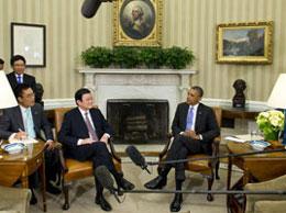 Tổng thống Hoa Kỳ Barak Obama tiếp Chủ tịch Trương Tấn Sang tại Nhà Trắng hôm 25/07/2013. AFP