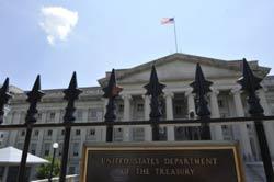 Bộ Ngân Khố Hoa Kỳ hôm 08/8/2011, sau khi S&P lần đầu tiên đánh sụt hạng tín dụng Hoa Kỳ từ AAA xuống hạng AA+. AFP photo
