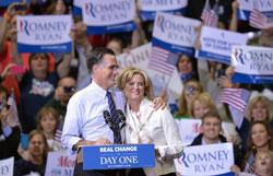 Ông Mitt Romney đang vận động tranh cử tại Fairfax, Virginia hôm 05/11/2012. AFP photo.