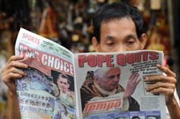 Hầu hết các báo chí trên thế giới đều chạy tin Đức Giáo Hoàng Benedict XVI đã công bố từ nhiệm hom611 tháng 2, 2013. AFP