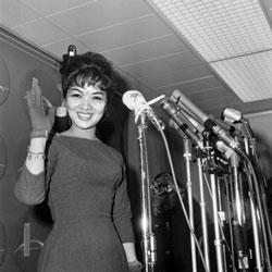 Bà Ngô Ðình Nhu, tại một cuộc họp báo ở New York, trong chuyến thăm ba tuần tới Mỹ, ảnh chụp ngày 08 tháng 10 năm 1963. AFP PHOTO.