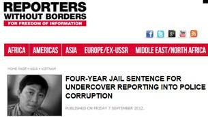 """Trang web của Phóng viên Không Biên giới đăng tin """"4 năm tù vì tố cáo cảnh sát nhận hối lộ"""" đi kèm với ảnh nhà báo Hoàng Khương"""