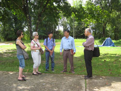 Ông Nguyễn Huỳnh Thuật cùng giám đốc Vườn quốc gia Cát Tiên và các nhà khoa học đến nghiên cứu Vườn quốc gia Cát Tiên hôm 01-06-2011. Hình do ông cung cấp.