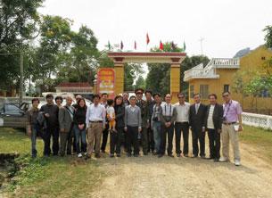 Đoàn gần 20 người đến trại giam Thanh Hóa thăm TS. luật Cù Huy Hà Vũ. Source Blog anh Ba Sàm
