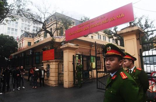 Trước Tòa án Nhân dân Hà Nội.