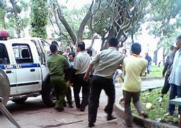 Cảnh sát Việt Nam đàn áp Pháp Luân Công tại công viên Lê Văn Tám/TPHCM vào ngày 9 tháng 10, 2011. RFA file