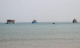 Ba thuyền đánh cá của gia đình lão ngư Trương Văn Trọng ra mở biển đầu năm