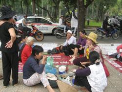 Dân oan biểu tình ở Hà Nội. RFA photo