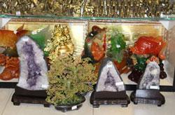 Đá thạch anh hồng được bày bán tại một cửa hàng ở SG. RFA photo