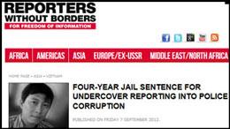 """Trang web của Phóng viên Không Biên giới đăng tin """"4 năm tù vì tố cáo cảnh sát nhận hối lộ"""" đi kèm với ảnh nhà báo Hoàng Khương. Screen cap."""