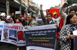Người biểu tình chống Trung Quốc tại Hà Nội hôm 09/12/2012. AFP photo.