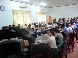 Các vị đại biểu và giới truyền thông tại buổi họp báo của trường ĐH Phan Châu Trinh để công bố mô hình đại học tư thục phi lợi nhuận đầu tiên tại Việt Nam và lộ trình thực hiện, hôm 11/7/2014. Courtesy PCTU.