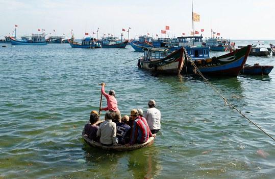 Hình ảnh ngư dân và đội tàu cá Việt Nam. (Ảnh minh họa)