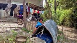 Trẻ em xóm Chồ trên phá Tam Giang. RFA