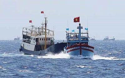 Một trong những lần tàu Trung Quốc bám sát và đâm thẳng vào tàu Việt Nam hồi đầu năm 2015