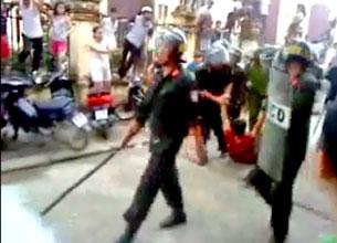 Công an cơ động trấn áp bắt người biểu tình tại Bắc Giang ngày 25 tháng 7, 2010