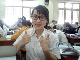 Cô Nguyễn Phương Uyên chụp tại lớp học ở Trường Đại học Công nghiệp Thực phẩm TPHCM . (Hình do Bạn cô cung cấp)