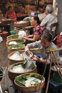 Dãy hàng bún tươi ở một chợ nhỏ HN. AFP photo