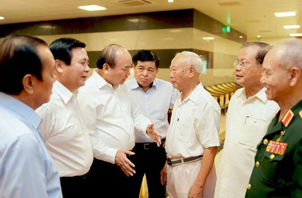 Vào ngày 26 tháng 8, dưới sự chủ trì của ông Thủ tướng chính phủ Nguyễn Xuân Phúc, một số cựu lãnh đạo cấp cao của Việt Nam đã được mời tham dự hội nghị do Tiểu ban Kinh tế-Xã hội tổ chức nhằm xin ý kiến cho Chiến lược 10 năm và Phương hướng, nhiệm vụ 5 năm tới của Việt Nam.