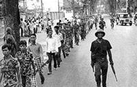 Quân đội miền Bắc giải giới Sài Gòn ngày 30-4-175. AFP PHOTO