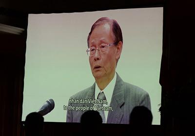 Ông Chen Yuan Cheng, chủ tịch Formosa Hà Tĩnh xin lỗi người dân trong một cuộc họp báo công bố nguyên nhân cá chết tại Hà Nội ngày 30 tháng 6 năm 2016.