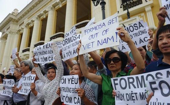 Hình minh hoạ. Biểu tình ở Hà Nội hôm 1/5/2016 phản đối Formosa xả thải độc ra môi trường