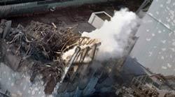 Nhà máy điện nguyên tử Fukushima tiếp tục rò rỉ phóng xạ sau trận động đất, hôm 18/3/2011. AFP