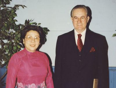 Ông Robert Funseth và bà Khúc Minh Thơ