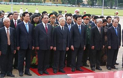 Trong đoàn lãnh đạo đảng, chính phủ đến dâng hương, đặt vòng hoa tại Đài tưởng niệm các anh hùng liệt sĩ trên đường Bắc Sơn và vào lăng viếng chủ tịch Hồ Chí Minh ngày 27-7-2015 không thấy có đại tướng Phùng Quang Thanh