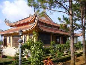 Tu Viện Bát Nhã, xã Dambri, thị xã Bảo Lộc, tỉnh Lâm Đồng