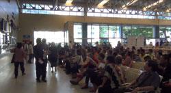 Cảnh đông đúc tại bệnh viện trong ngày khám chữa bệnh miễn phí 19/12/2012