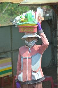 Một người bán hàng rong ở TPHCM. RFA PHOTO.