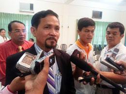 Ông Tep Nitha, Tổng Thư ký Ủy ban Bầu cử Quốc gia Campuchia trả lời báo chí ngày 23/7/2013. (Photos: Quốc Việt/RFA)