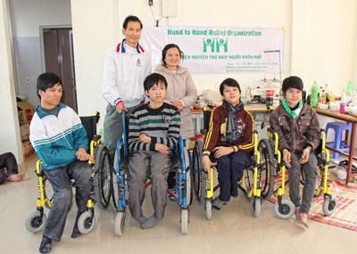 Tổ chức Hand to Hand với trẻ em tật nguyền Thái bình Việt nam