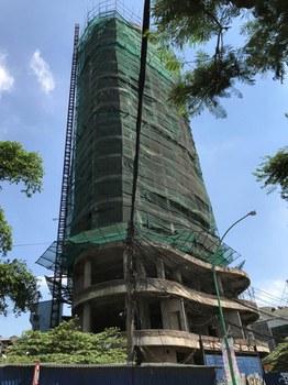 """Công trình trăm tỷ """"bỏ hoang"""" gần 1 thập kỷ, do Công an thành phố Hà Nội đầu tư xây dựng công trình Nhà công vụ tại số 1-1A Yên Phụ, quận Tây Hồ."""