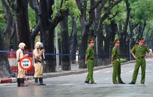 Khu vực quanh toà đại sứ TQ ở Hà Nội được tăng cường bảo vệ suốt ngày 1 tháng 7, 2012