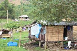 Khu nhà ở của người dân tộc thiểu số Pa-kô ở Quảng Trị. RFA PHOTO.