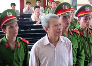 Ông Ngô Hào tại phiên tòa, Phú Yên, 11/09/2013