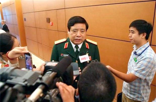 Bộ trưởng Bộ Quốc phòng Phùng Quang Thanh trả lời phỏng vấn bên lề phiên khai mạc kỳ họp Quốc hội thứ 8 ngày 20 tháng 10, 2014