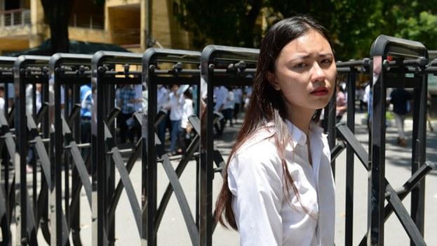 Một học sinh THPT sau ngày đầu tiên của kỳ thi THPT quốc gia tại Hà Nội vào năm 2015. AFP