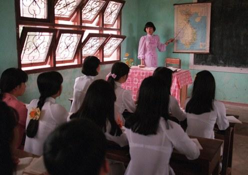Một lớp học tại một trường trung học ở ngoại thành Hà Nội.